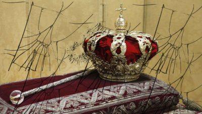 Monarkia kanpora, fuera la monarquía